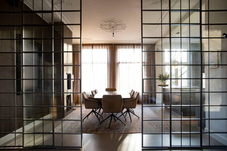 luxe italiaanse schuifdeuren voor kantoor met vlakken in aluminium en glas