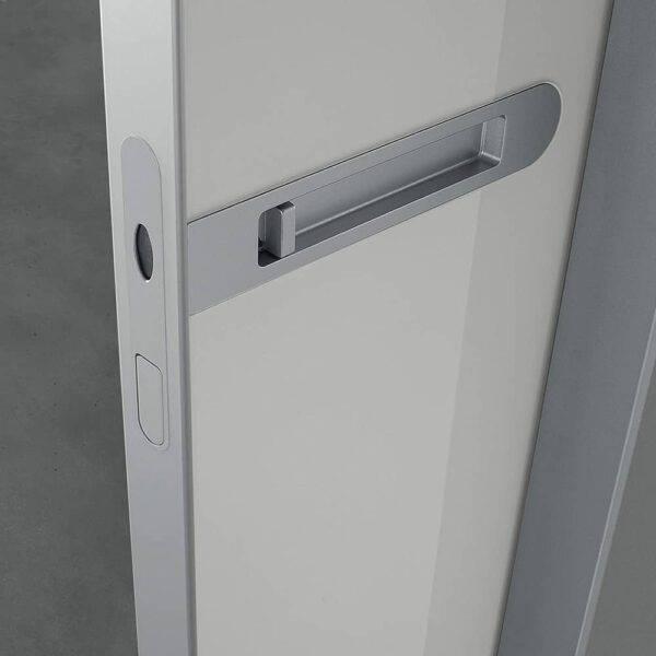 luxe geïntegreerde deurgreep in glazen schuifdeur