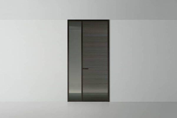 rimadesio binnendeur met horizontale bruine profielen en glazen lichtlijst