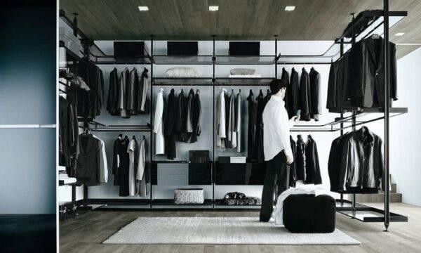design aluminium inloopkasten op maat met glazen legplanken en zwarte ladenblokken