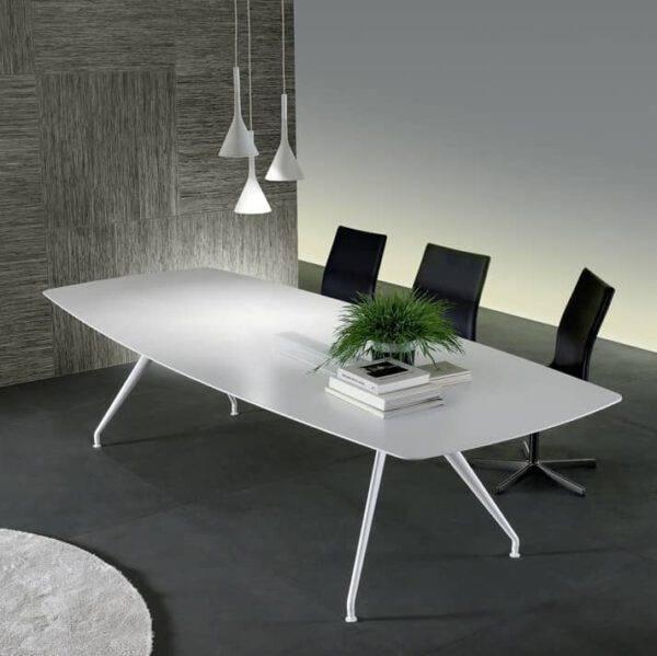 moderne wit glazen tafel met wit aluminium poten