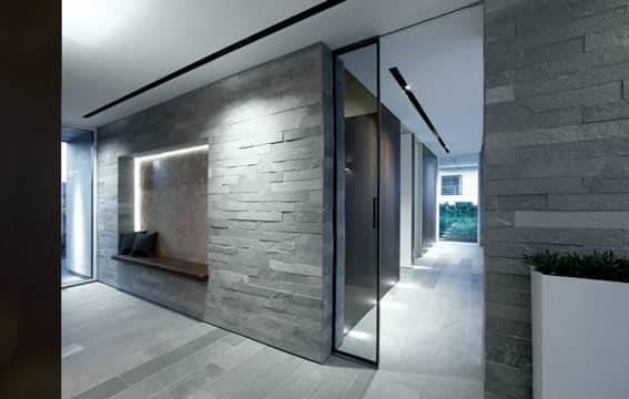 design-glazen-schuifdeur-op-maat-in-de-wand-met-aluminium-profiel-Rimadesio-Velaria