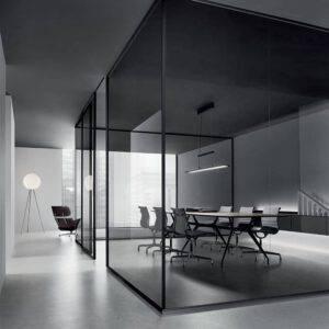 hoekopstelling glazen panelen vergaderruimte met rimadesio velaria schuifdeur