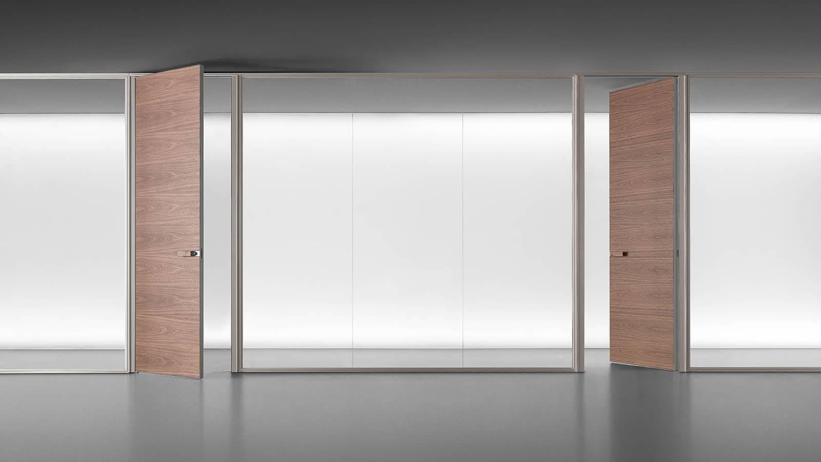moderne transparant glazen scheidingswand met draaideur in hout op maat voor kantoren en vergaderruimtes rimadesio spazio