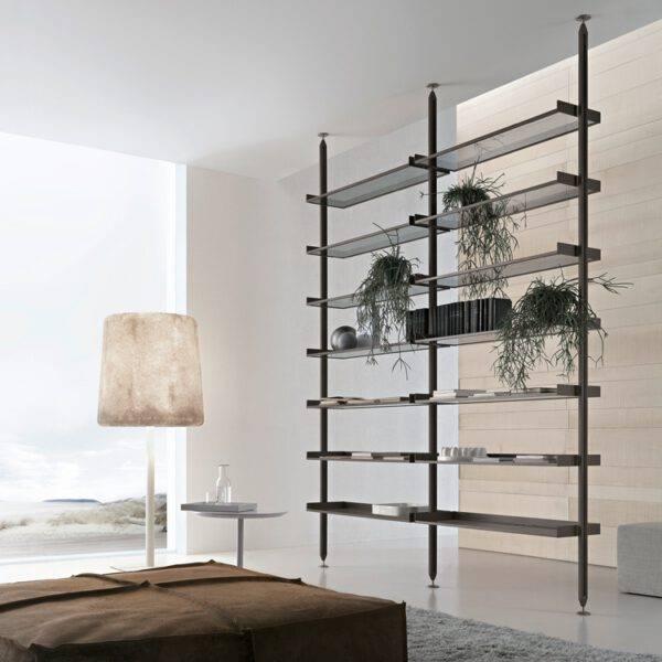 luxe minimalistische stellingkast in aluminium en glas. Rimadesio zenit