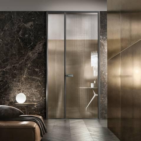 luxe italiaanse binnendeur met rete bronzo glas rimadesio spin binnendeur met lichtlijst.