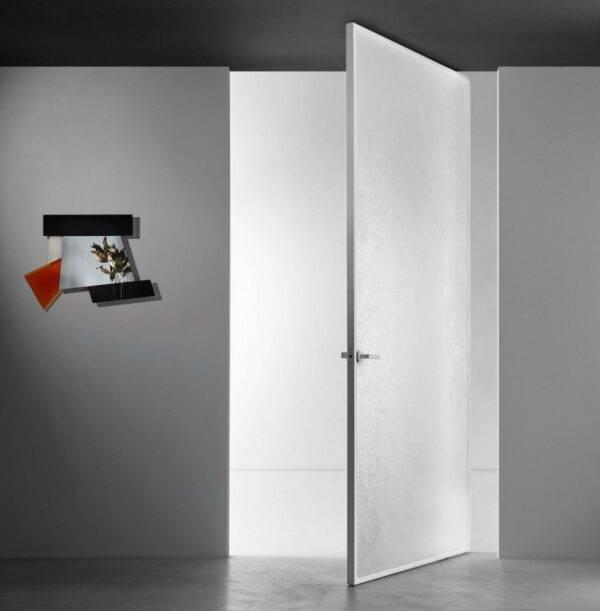 luxe minimalistische glazen taatsdeur op maat met glas en aluminium kader Aladin van GlasItalia