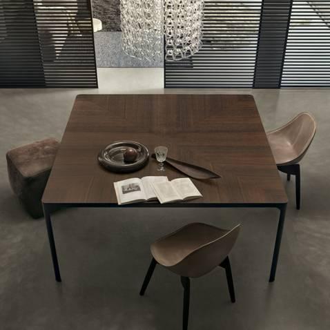 design vierkante tafel met eikenfineer blad en bruin aluminium poten rimadesio flat