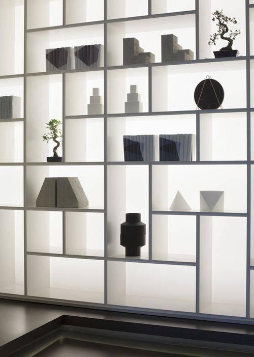 italiaans_design_boekenkast_in_gelakt_glas_met_led_verlichting_rimadesio_opus