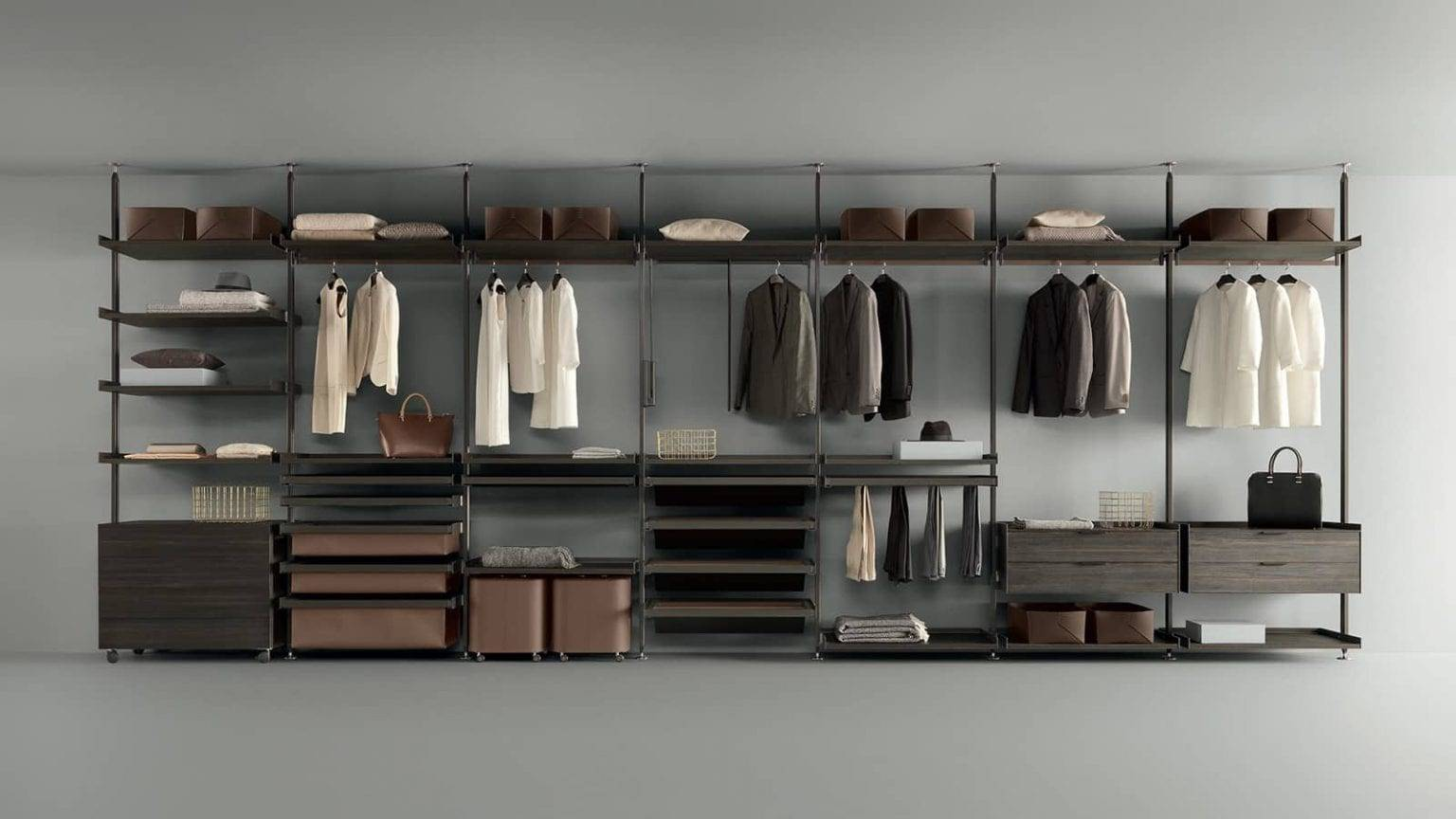 exclusieve italiaanse rimadesio inloopkast op maat in aluminium en grijsachtig hout