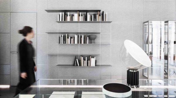 design interieurpanelen uitgevoerd in textiel grijstint op maat gemaakt in vierkante of rechthoekige patronen met LED-verlichting. Rimadesio Modulor.