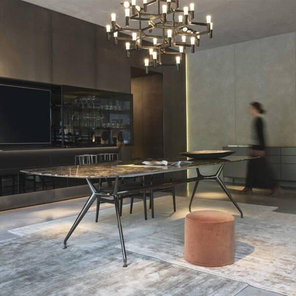 luxe eettafel in bruin kleurig marmer met aluminium poten
