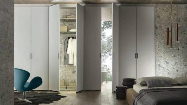 luxe witte garderobe kast met draaideuren op maat interieurbouw