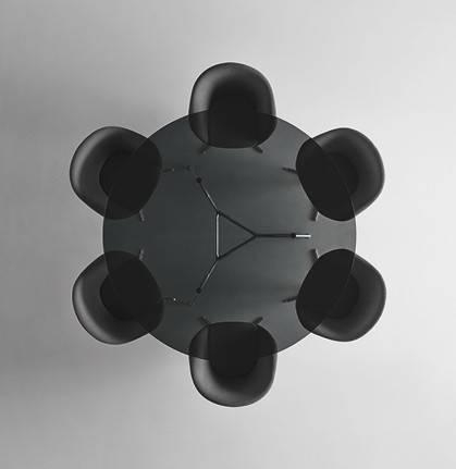 rimadesio manta ronde tafel met donker transparant glas en glanzende aluminium poten Noctum Rotterdam