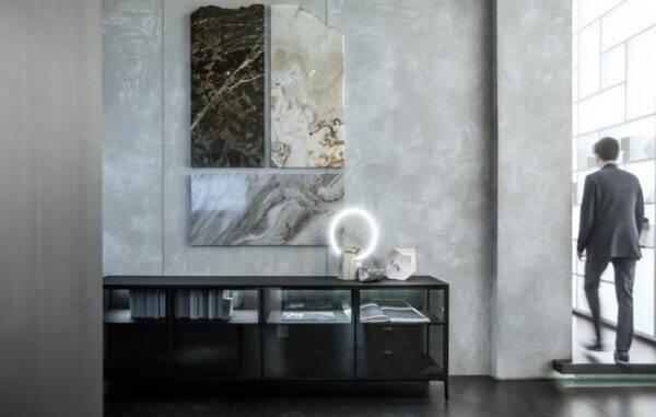 luxe dressoir in donker glas en houten kastinterieur op maat Rimadesio Alambra Italiaans design