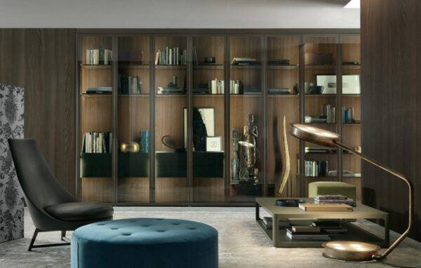 rimadesio cover glazen vitrinekast op maat met ladeblokken en draaideuren in rookglas. Italiaans design