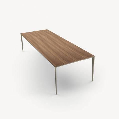 design italiaanse rechthoekige tafel met noten blad en aluminium poten rimadesio long island