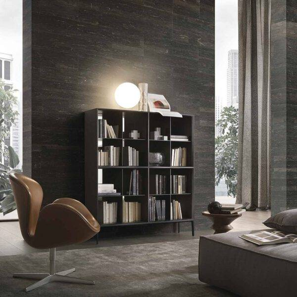 luxe italiaanse boekenkast in glas en aluminium vierkant met pootjes rimadesio self up