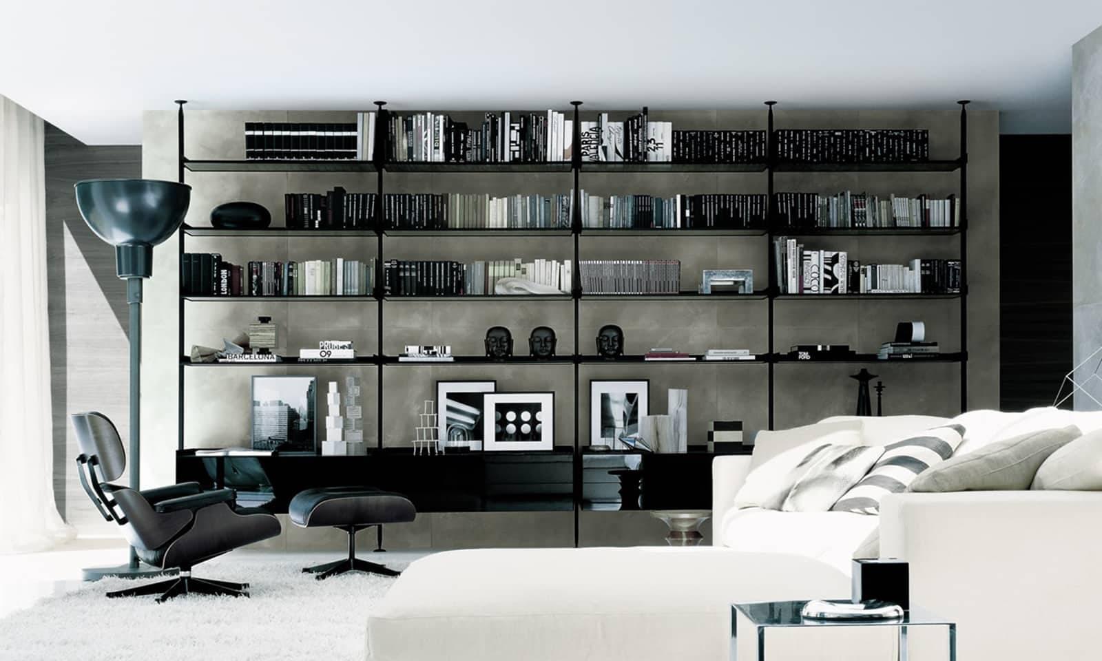 design boekenkast met zwart gelakt aluminium staanders, legplanken in grijs transparant glas en ladeblokken in zwart gelakt glas rimadesio zenit italiaans design