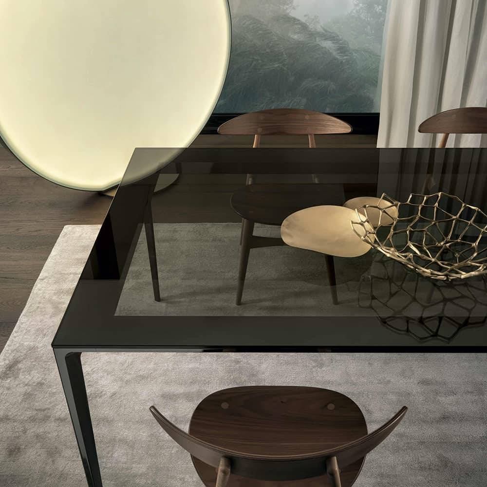 luxe rechthoekige tafel in grijs transparant rookglas met zwarte aluminium poten rimadesio long island
