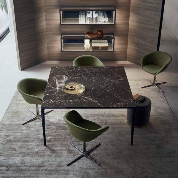 moderne vierkante tafel met zwart marmer blad en zwart aluminum poten rimadesio long island