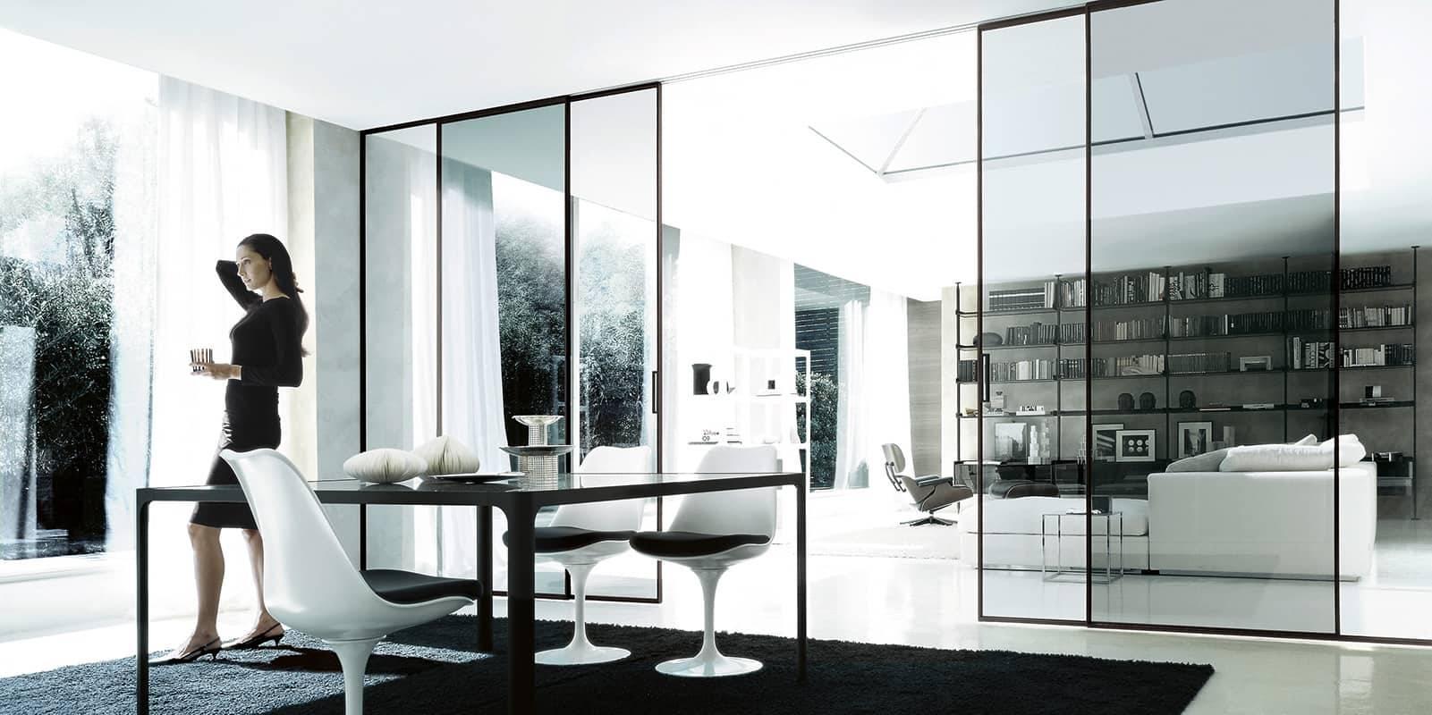 luxe vierkante zwart glazen tafel op maat met zwart aluminium poten rimadesio flat