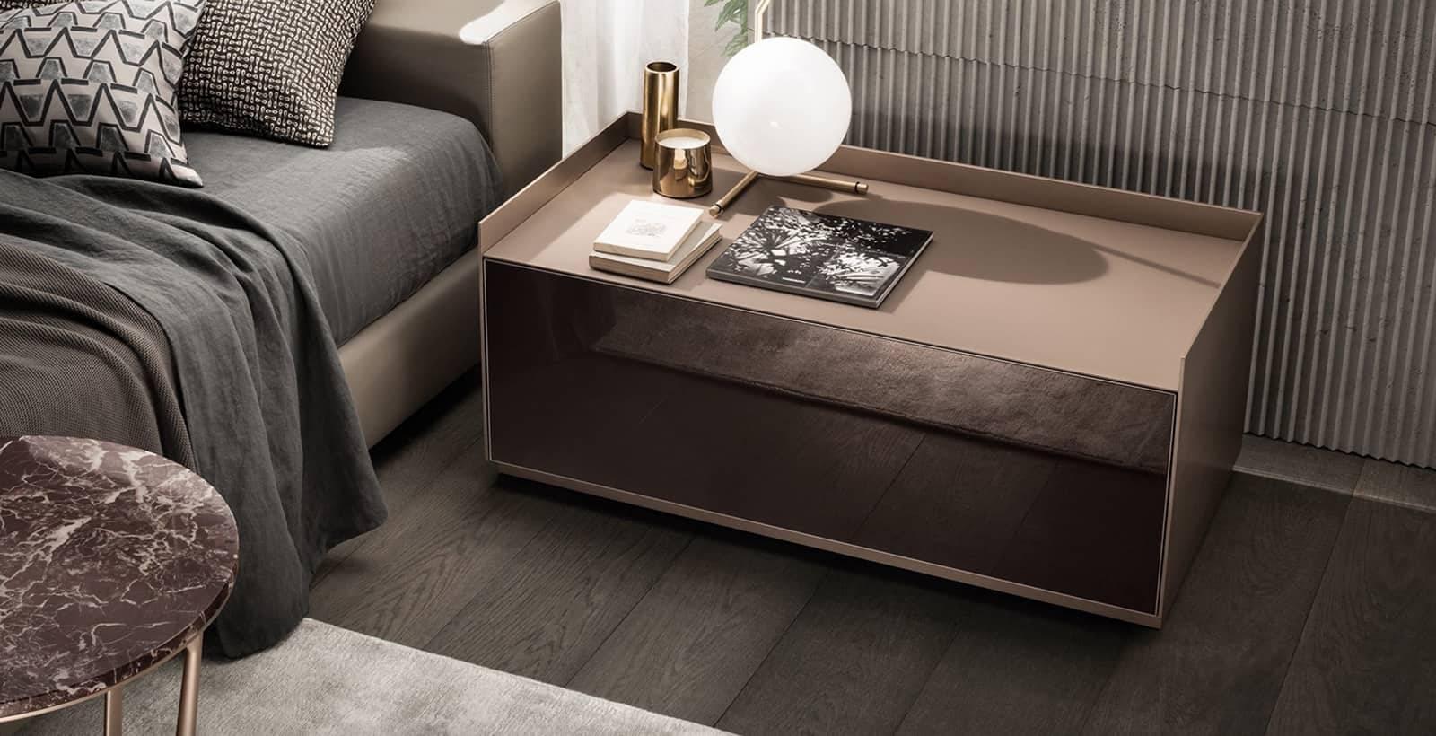 luxe nachtkastje_gelakt_glas_en_leder_rimadesio_self_bold_italiaans_design