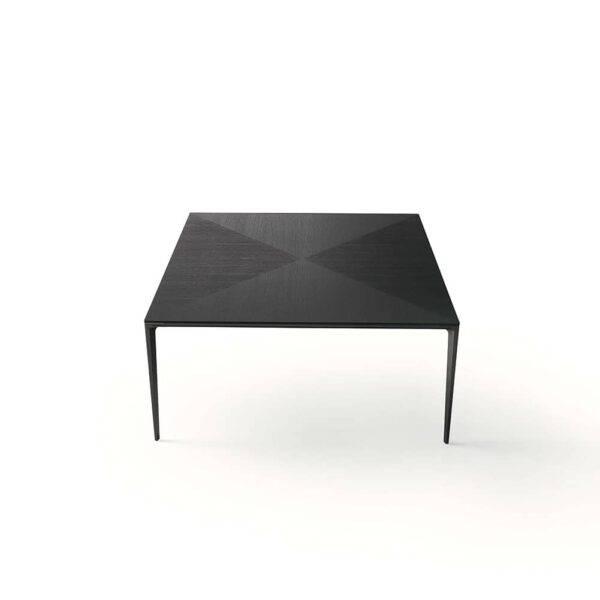 design vierkante tafel in eikenhout met aluminium poten rimadesio long island Italiaans design