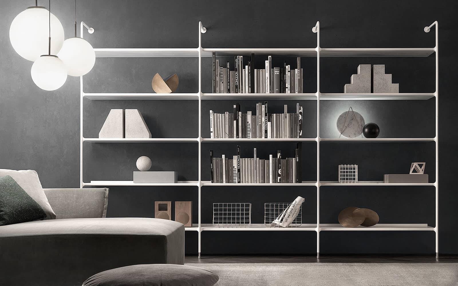 luxe witte boekenkast muurbevestiging Rimadesio wind. Wit glazen legplanken en wit aluminium frame