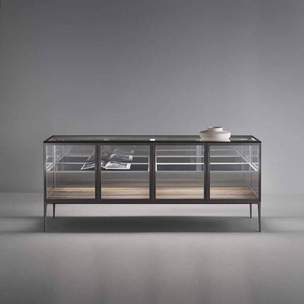 exclusief italiaanse dressoir kast in glas met aluminium poten rimadesio alambra