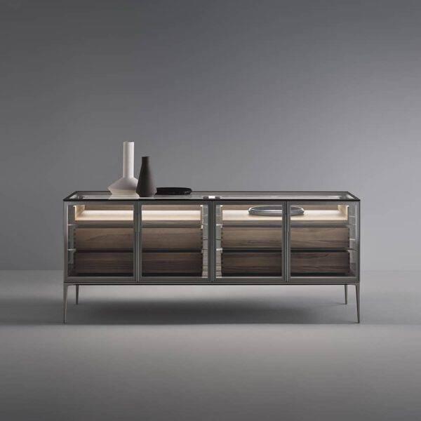 luxe dressoir met glazen deuren en houten lades, modern interieur rimadesio alambra italiaans design