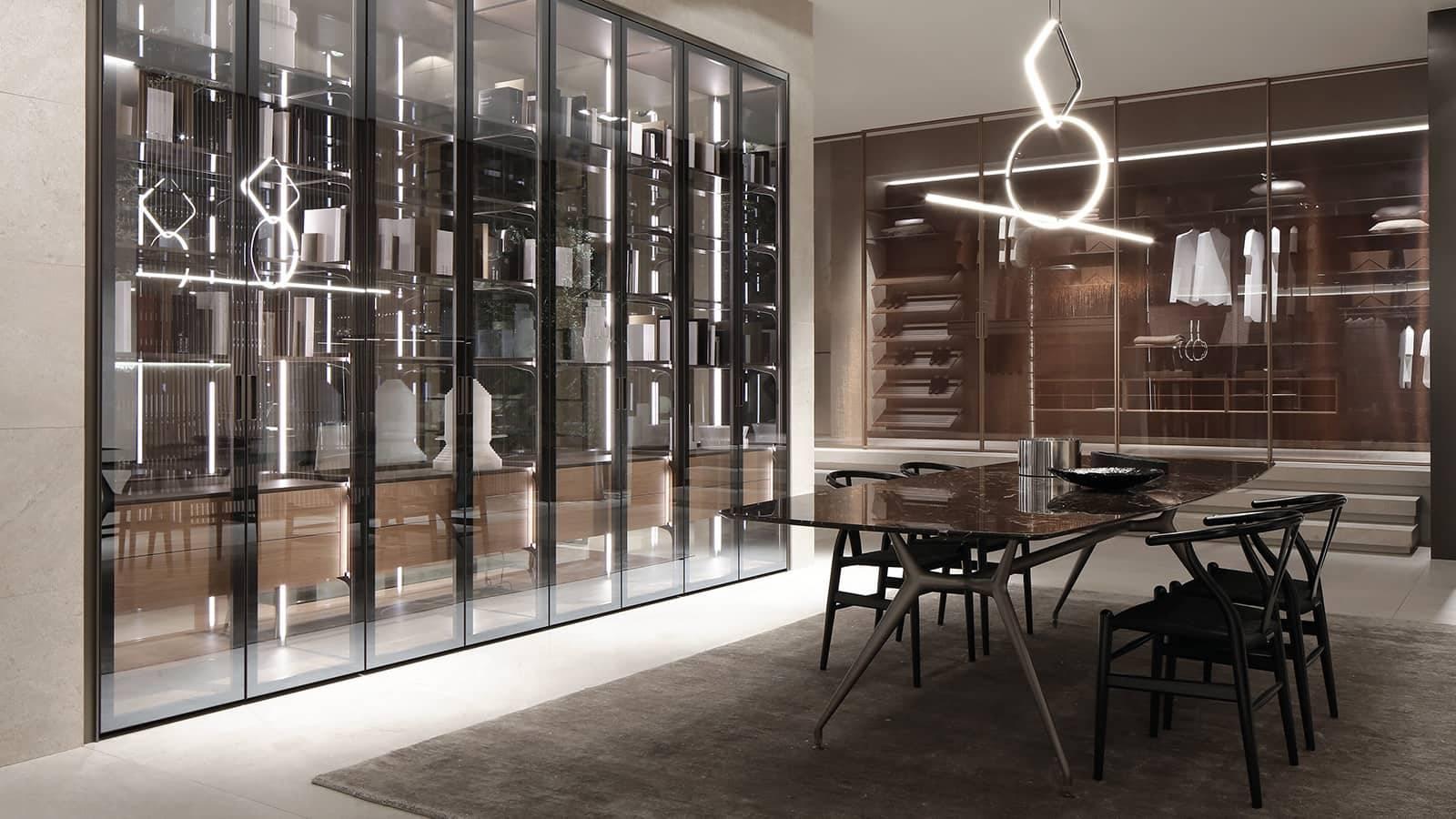 moderne inbouwkast met glazen draaideuren woonkamerinspiratie