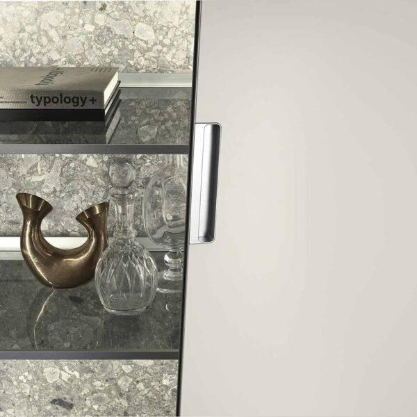 luxe inbouw opbergkast met wit gelakt glazen deuren op maat interieurbouw rimadesio