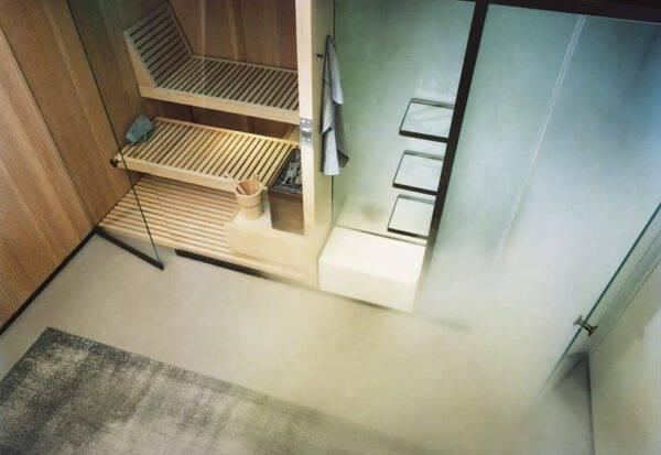 saunaruimte in Canadese hemlock en hammamruimte met stoomgenerator in actie.