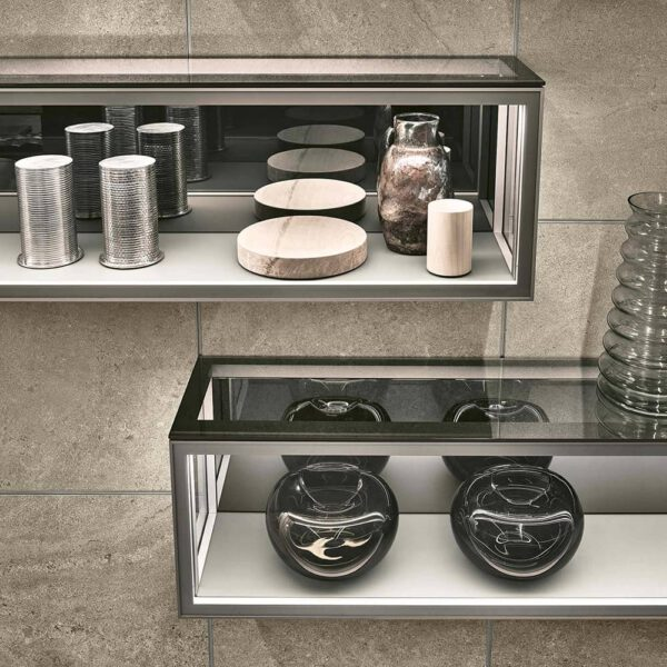 luxe-zwevende-vitrinekast-op-interieurpaneel-rimadesio-alambra