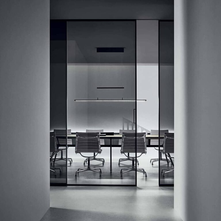 moderne-glazen-schuifdeur-rimadesio-velaria-hoekopstelling-kantoor-akoestische-vaste-panelen