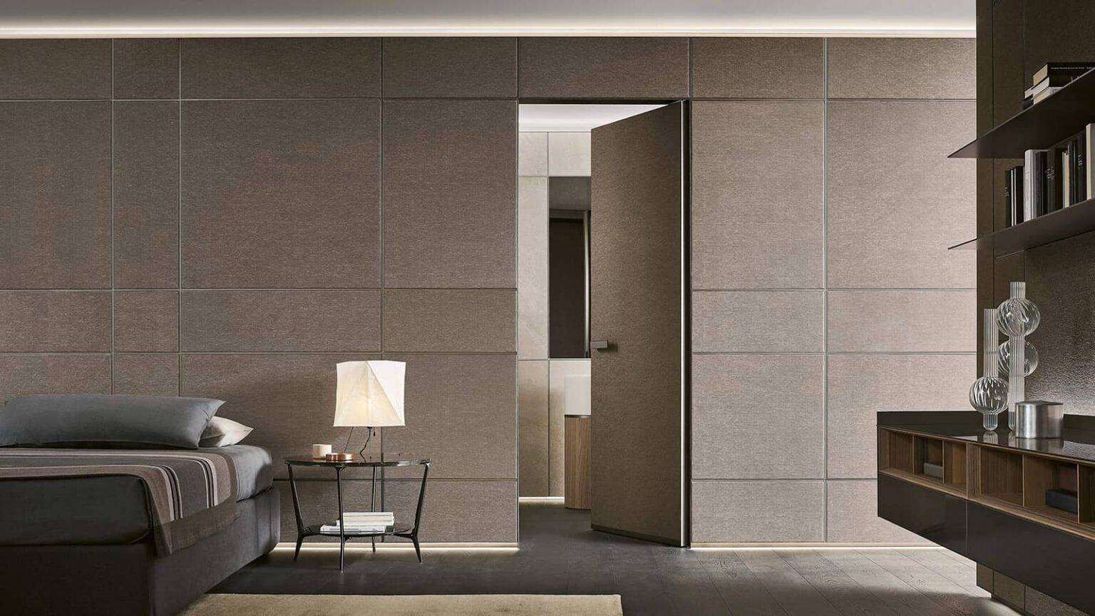design wandpaneel afgewerkt met textiel met geïntegreerde moon deur