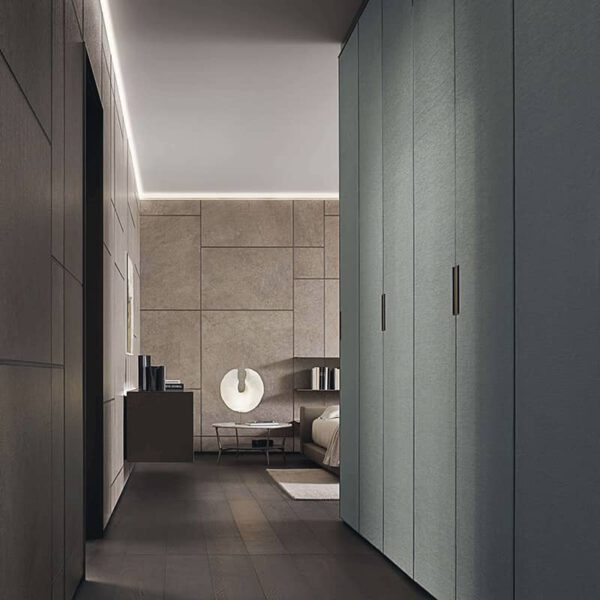 luxe garderobekasten afgewerkt met textiel stof deuren en gres keramiek wandpanelen